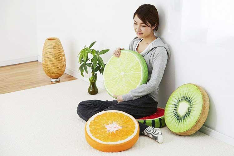 ムギュ〜〜ッてしぼりたくなる!かわいい柑橘系クッションでお部屋が爽やか〜に♪