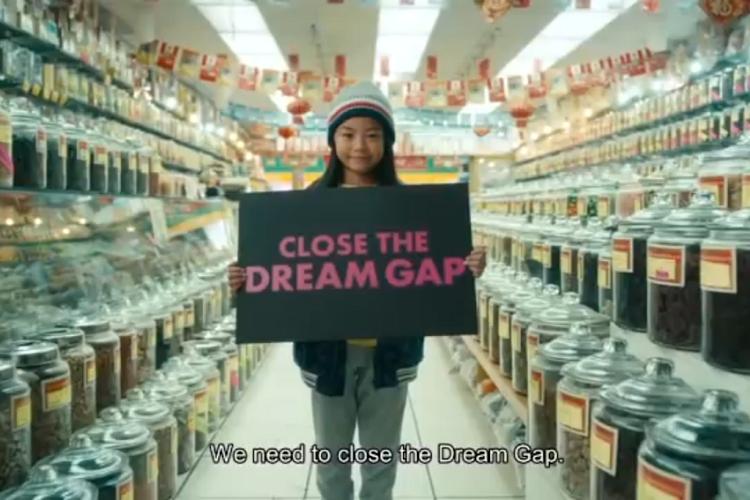 少女たちが訴えかける「夢のギャップ」。バービー人形メーカーの問題提起動画が話題