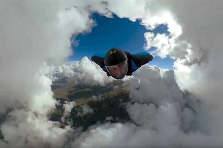 まるで漫画のワンシーンのよう…360度同時撮影が可能なGoProによるスカイダイビングの映像が凄い