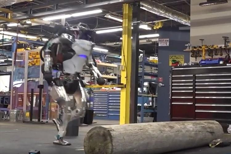 ボストン・ダイナミクス社の二足歩行ロボット「Atlas」がさらに進化!パルクールに挑戦!?