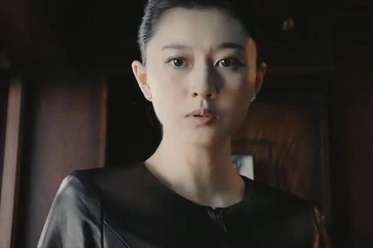 「ハズキルーペのCMかと…」菊川怜登場のソフトバンクのCMが『ハズキルーペ』のパロディー!?
