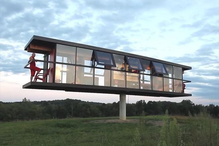住民の立ち位置によって傾き、風に揺れる…斬新すぎる住宅「シーソーハウス」が面白い