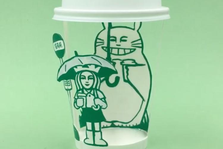 紙コップがアート作品に!スタバのロゴを使って「となりのトトロ」のあのシーンを完全再現!
