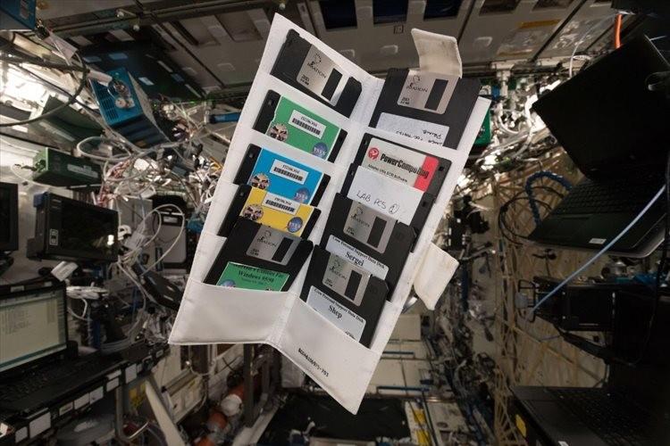 「宇宙という先進分野で見つかるのが凄い」宇宙ステーションのロッカーからフロッピーディスクを発見!