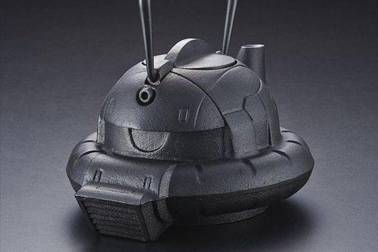 ガンダムに登場するザクが工芸品の南部鉄器とコラボ!「鉄瓶ZAKU」が面白い!