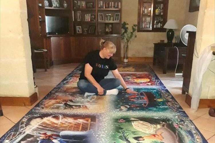 世界最大の4万ピース越え!3ヵ月かけてパズルをたった一人で完成させた女性が話題に