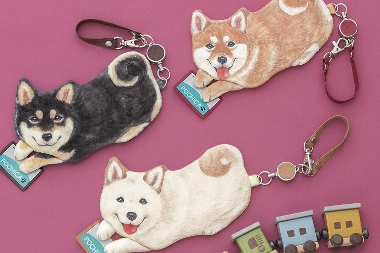 「ピッてしたよ!」柴犬がICカードをタッチしてくれるパスケースが可愛すぎる