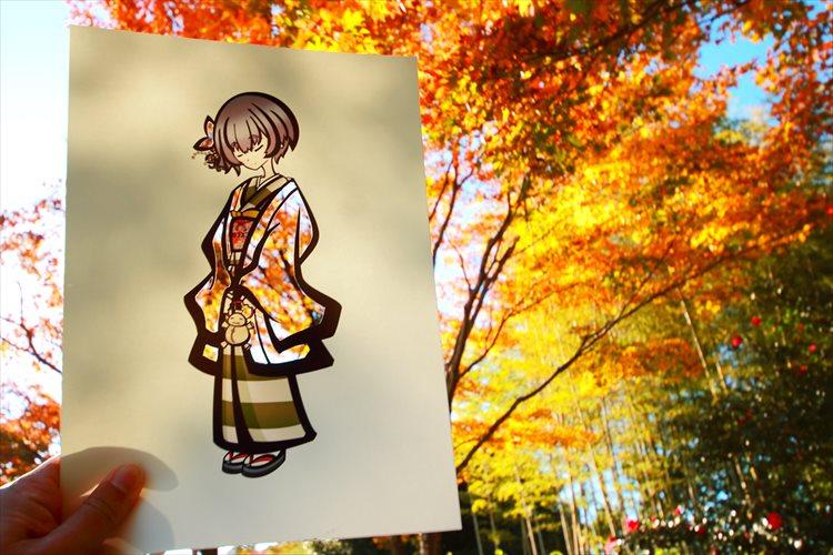 紅葉など季節の風景が装いに溶け込む…素敵な発想の切り絵に多くの反響!