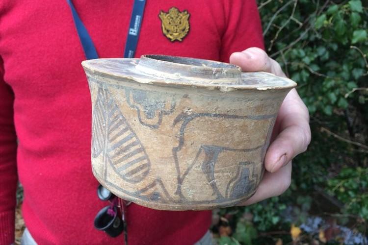 フリーマーケットで購入した歯ブラシホルダーを鑑定してみたら、約4000年前の陶器だった