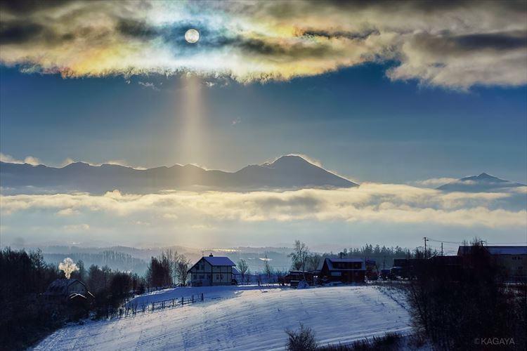 彩雲と太陽柱のコラボレーションが超神秘的!北海道の朝を撮影した写真が話題に