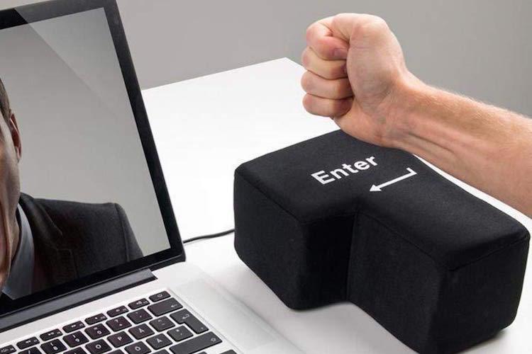 仕事のストレスをこれで解消!めちゃくちゃ大きな「エンターキー」が面白すぎる