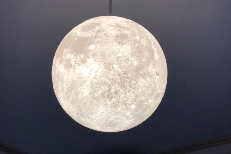室内でお月見ができる!「月」をリアルに再現したライトがめっちゃキレイだと話題に