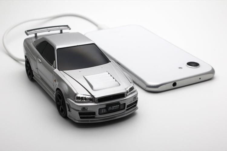 モバイルバッテリーに見えない…『日産スカイラインGT-R R34型』のモバイルバッテリーが登場!