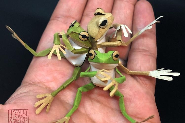 ハンドメイドのかわいいカエルたち。その意外な材料にびっくり!