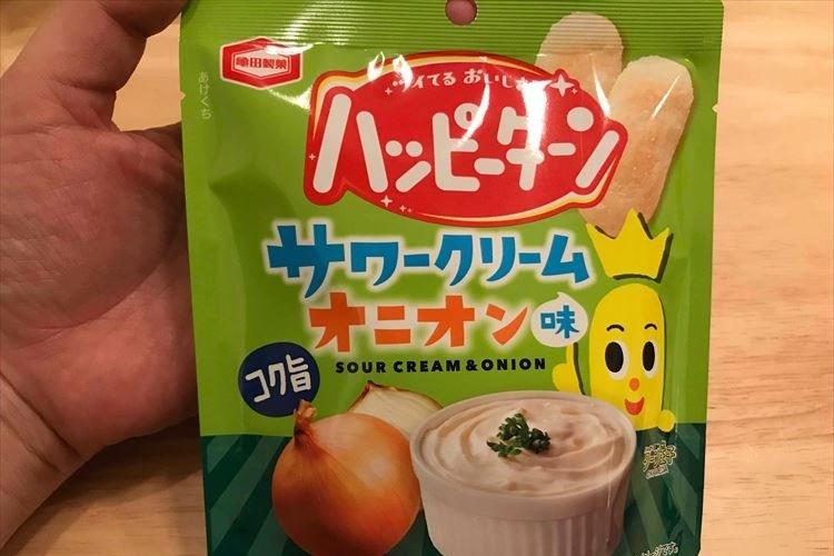 もしや…レア商品!?セブンで見かけた『ハッピーターン サワークリームオニオン味』を食べてみた