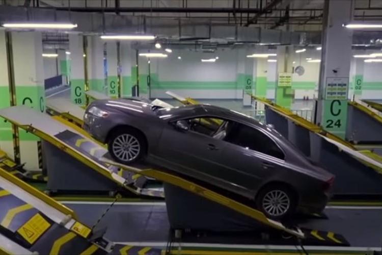 24台分のスペースに40台のクルマを収納!中国で試験導入されている駐車場が斬新