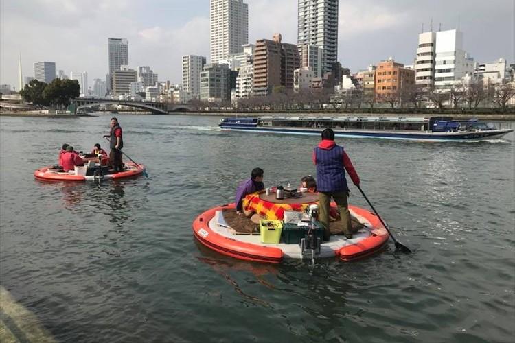 どてら着てこたつで暖まりながら円形ボートで水都を巡る「水上さんぽ」が面白そう