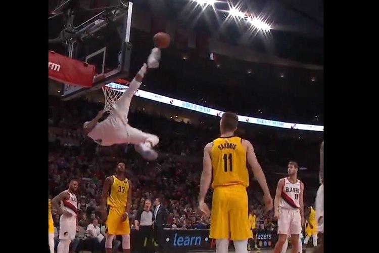 バスケでまさかのキック!NBAプレーヤーが身体能力高すぎな蹴り技を披露