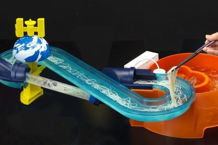 無重力流しそうめん!?下から上に昇り流れる斬新な『そうめんスライダー』が発売
