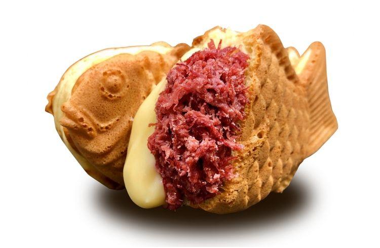 禁断のコラボ!ノザキのコンビーフとチーズが入ったたい焼きが1日80食限定で限定販売