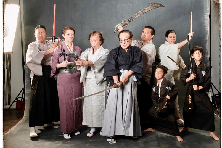 父が88歳になったので日本っぽく撮ってみた。日系人ファミリーの家族写真がクールだと海外で話題に!