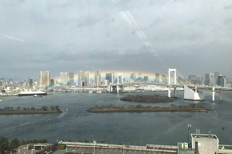 """レインボーブリッジに沿うように出現した""""虹"""" に反響「これは、リアルレインボーブリッジ!」"""