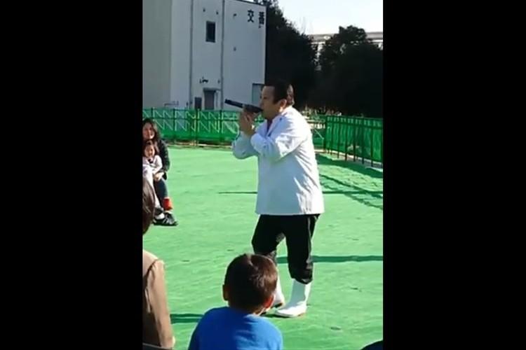 すしざんまい木村社長がGLAYの「HOWEVER」を熱唱!めちゃめちゃ上手いと思ったら本人ではなかった