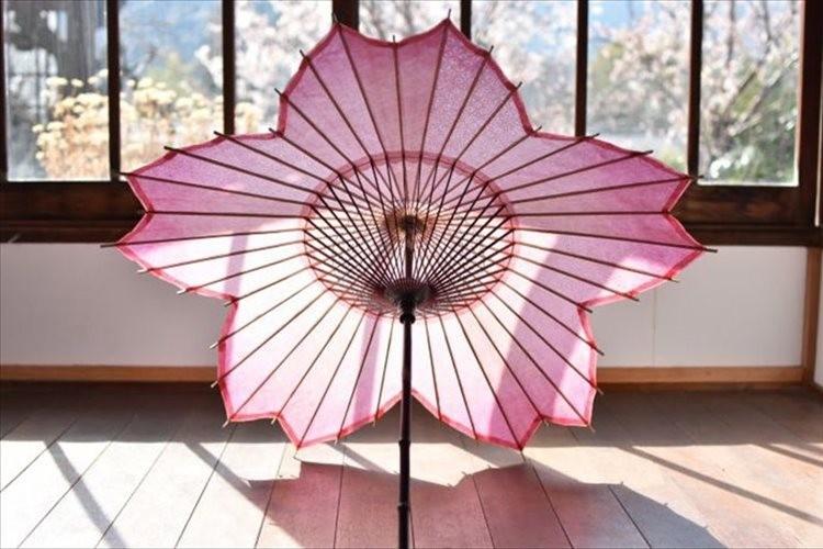日本の桜をモチーフとした和傘が美しい!美濃手漉き和紙を使用した贅沢な逸品