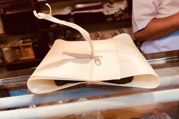 漫画で見たことある!経木とヒモで包んだお土産を寿司屋の大将が再現してくれた!