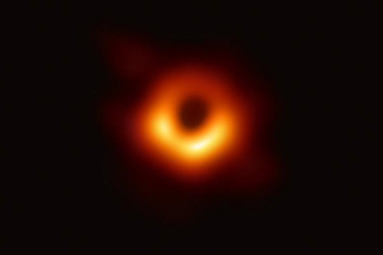 史上初の快挙!ついにブラックホールの撮影に成功!ネットも騒然「歴史的瞬間を見られて感動した」