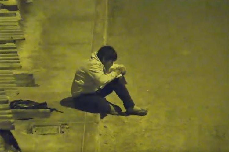 なぜ、そんな所に?深夜の監視カメラに映っていた一人の少年…そこにいた理由が話題に