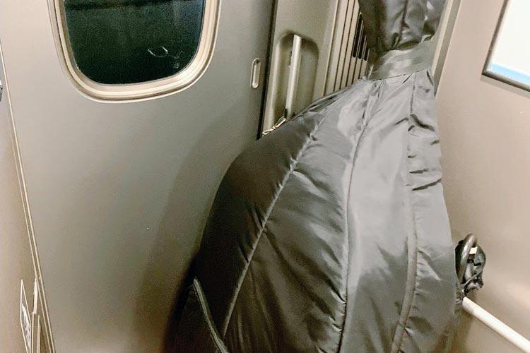 「僕は恋に落ちました」ドア付近に置いていた大きな荷物を見て、新幹線の車掌がくれたメモが素敵だった