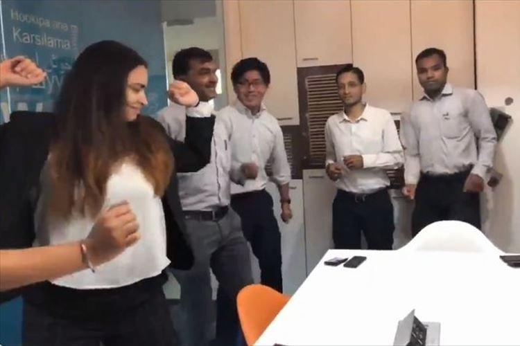 インド系企業では毎朝ダンスタイムがある!?陽気な音楽に合わせてみんなノリノリ♪