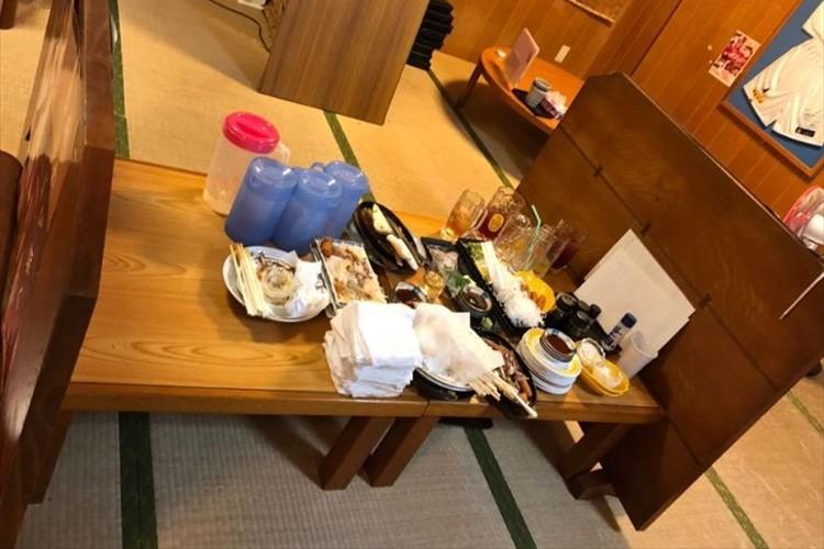 「満席だっから片付け難儀と思ってたのに、マジ神!」沖縄の居酒屋でお客さんが帰った後の光景が話題に