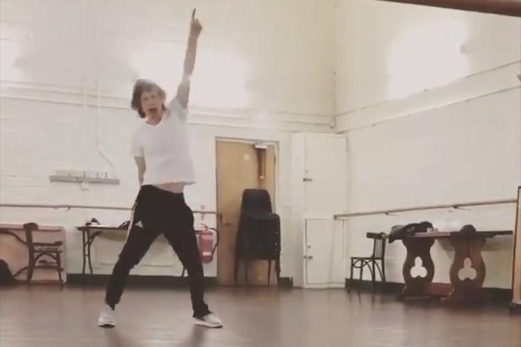 心臓手術後とは思えない!ましてや75歳… ミック・ジャガーがキレッキレのダンス映像を公開!