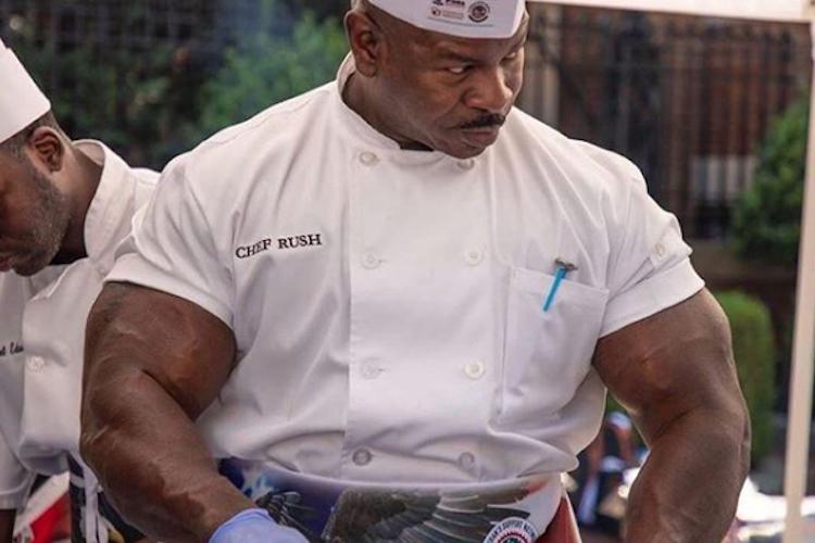 まるでポパイみたい!屈強な肉体をもつホワイトハウスの料理人がめちゃくちゃ強そう