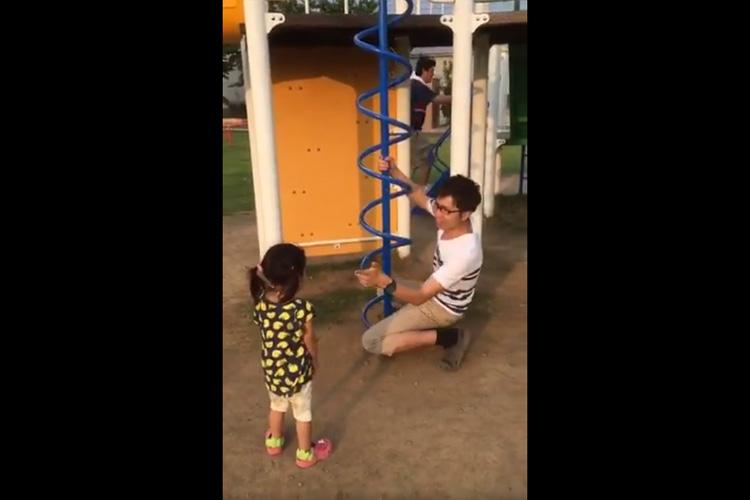 """公園の遊具""""滑り棒""""の遊び方を教えてくれる動画が大反響!子供はもちろん大人も真似したくなる?"""