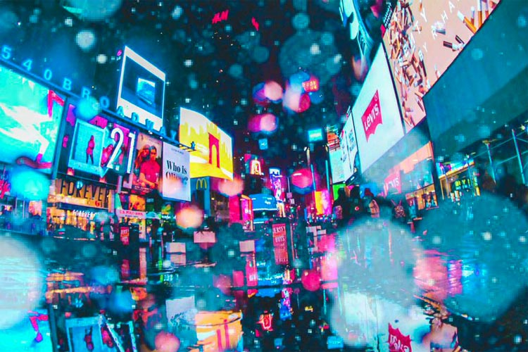 CGには出せない幻想的な世界観!雨の中レンズが壊れても撮った、ニューヨークのネオン街の写真が美しい