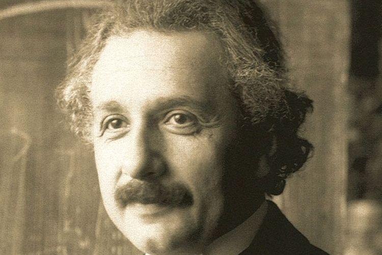 アインシュタインの写真はなぜ舌を出している?ホーキング博士やガリレオ・ガリレイとの意外なつながりとは