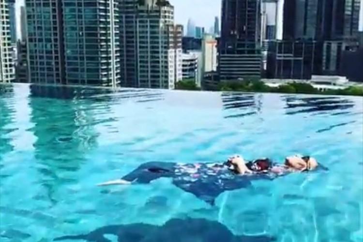 黒柳徹子が「ザ・ベストテン」でかつて披露した水中ヨガをインスタで公開「今でも小包のように浮けた!」