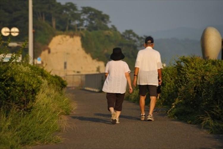 「95歳まで生きるには夫婦で2千万円の蓄えが必要」…計画的な資産形成を促す金融庁に対して様々な声