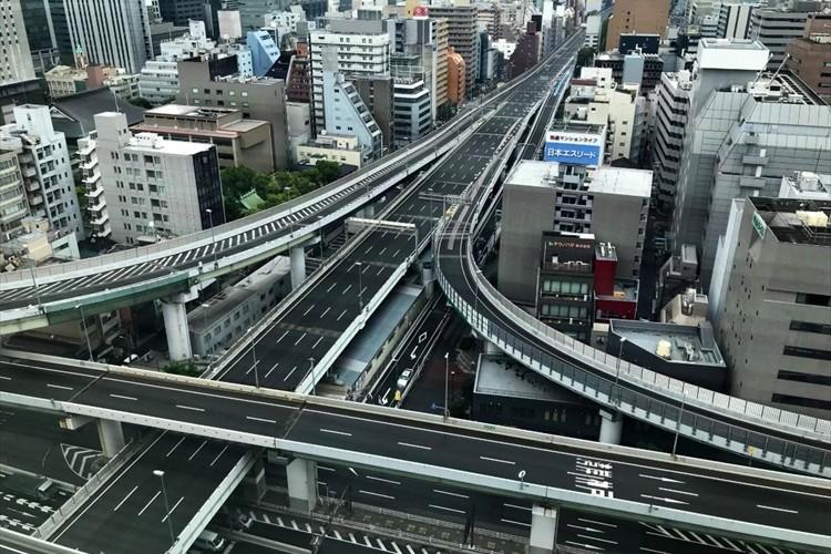 「阪神高速に全く車が走っていない…」G20大阪サミットに伴う交通規制で普段は見られない光景が!
