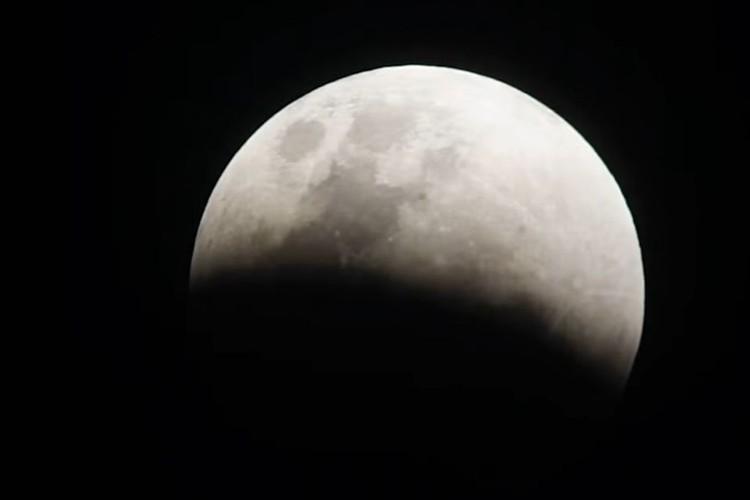 """これは見逃せない!""""部分月食""""の観測チャンスは7月17日の明け方…見られる地域は?"""