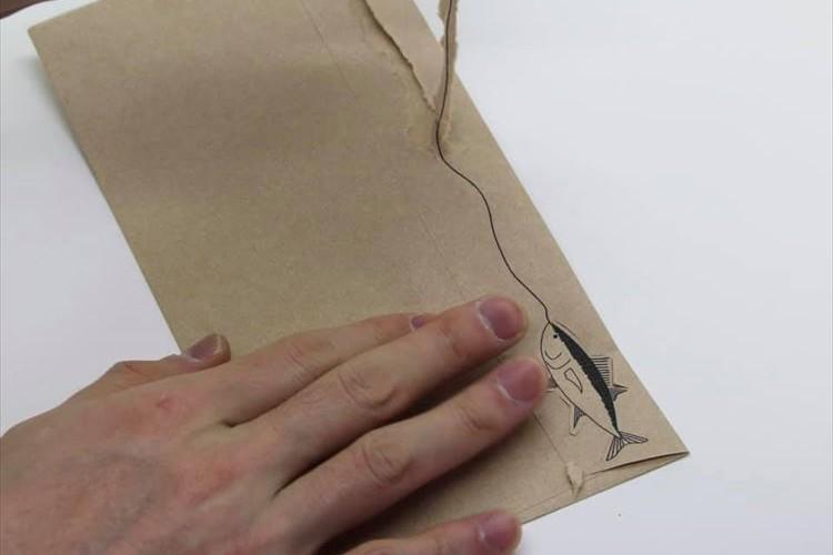 めっちゃ楽しそう!封筒を開けると魚が釣れるナイスなデザインに「欲しい」の声