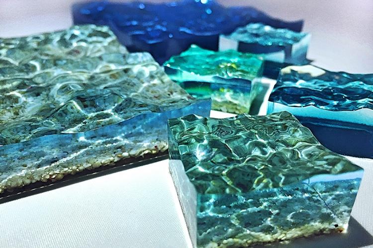 海を切り取った神秘的なオブジェ「手のひらサイズの美ら海」が美しすぎる!