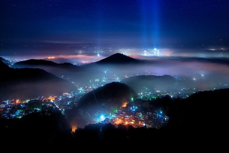 まるでSFの世界観!全国屈指の夜景スポット 室蘭の夜景をとらえた幻想的な1枚が話題に