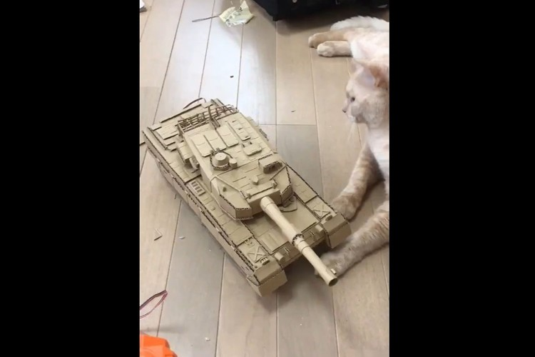 """中学生の弟が""""ダンボールとモーターだけで作った戦車""""のクオリティが凄まじい!"""