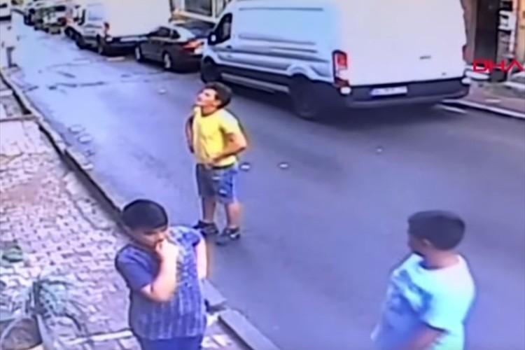 アパートの2階から2歳の女の子が転落!その時、近くにいた少年のとった行動に称賛の声