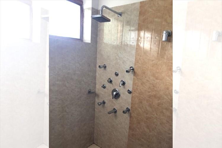 """どうやって使うの?""""超上級者向け""""なインドのホテルのシャワールームが話題に!"""