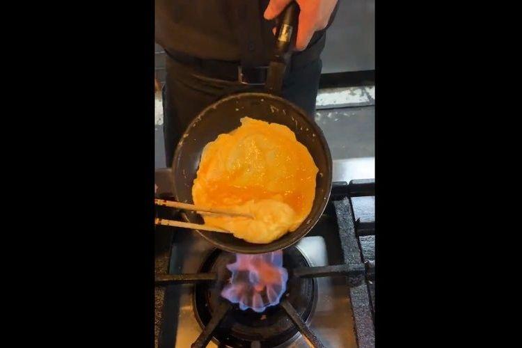 まるで高級ホテルの朝食!ぷるっぷるで見た目も美しいオムレツの作り方